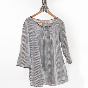 luftige Bluse mit Smokdetail