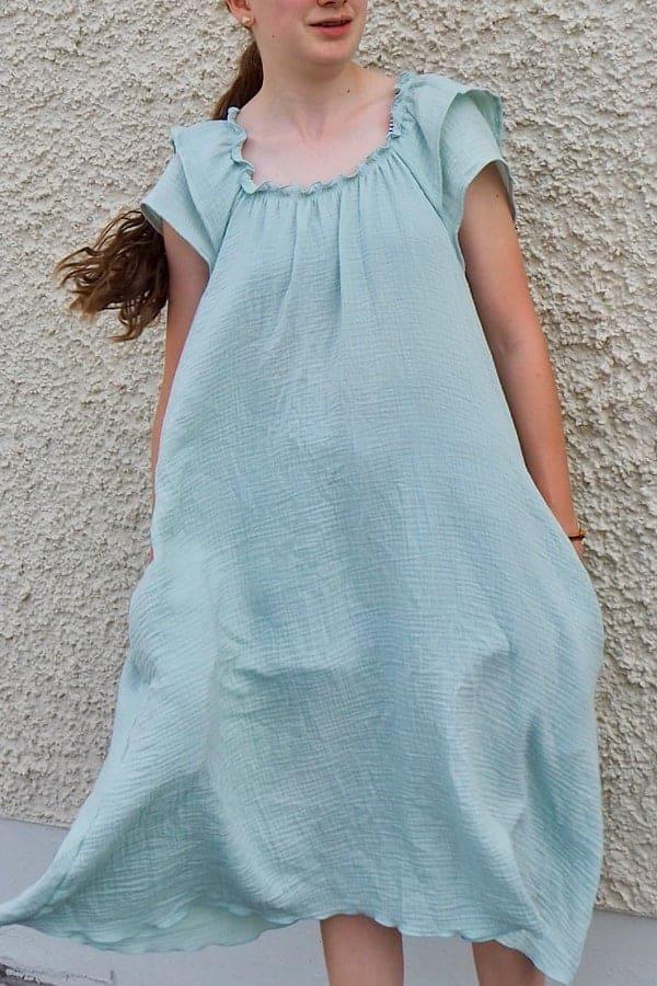 Sommerkleid mit Smokaussschnitt