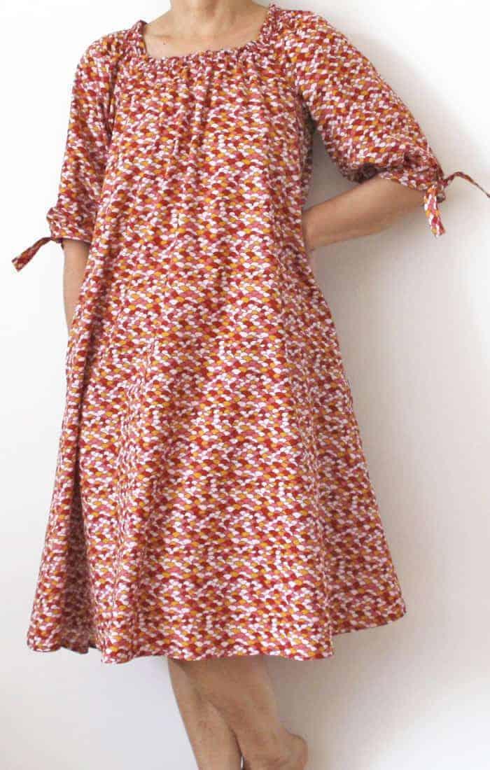 Kleid mit Smokausschnitt